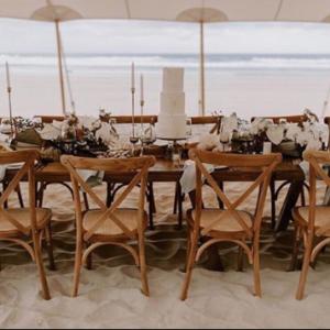 crossback-chair-holzstuhl-braun-mieten-verleih-event-hochzeit-globaldesire (1)