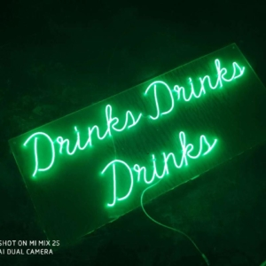neon-schriftzug-sign-drinks-drinks-drinks-gruen-mieten-verleih-event-wedding-globaldesire