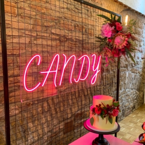 neon-sign-candy-pink-dekoverleih-events-hochzeit-babyparty-frankfurt-globaldesire