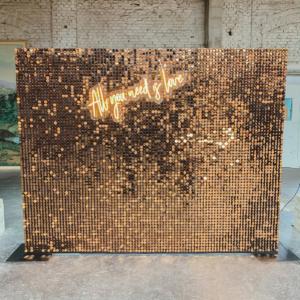 paillettenwand-bronze-backdrop-mieten-frankfurt-hochzeit-event-dekoverleih-globaldesire